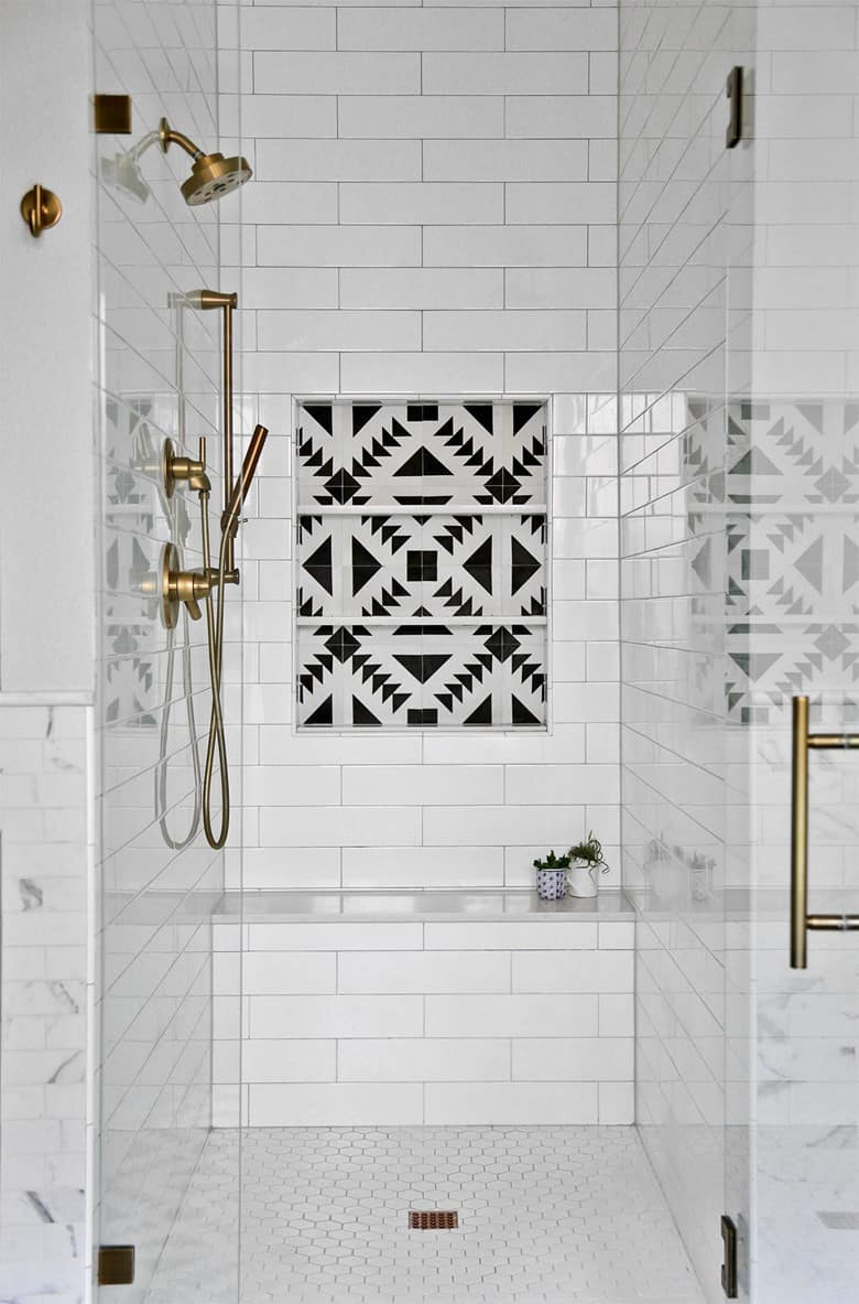 Subway Tiles with a Black and White Tile Cladded Niche